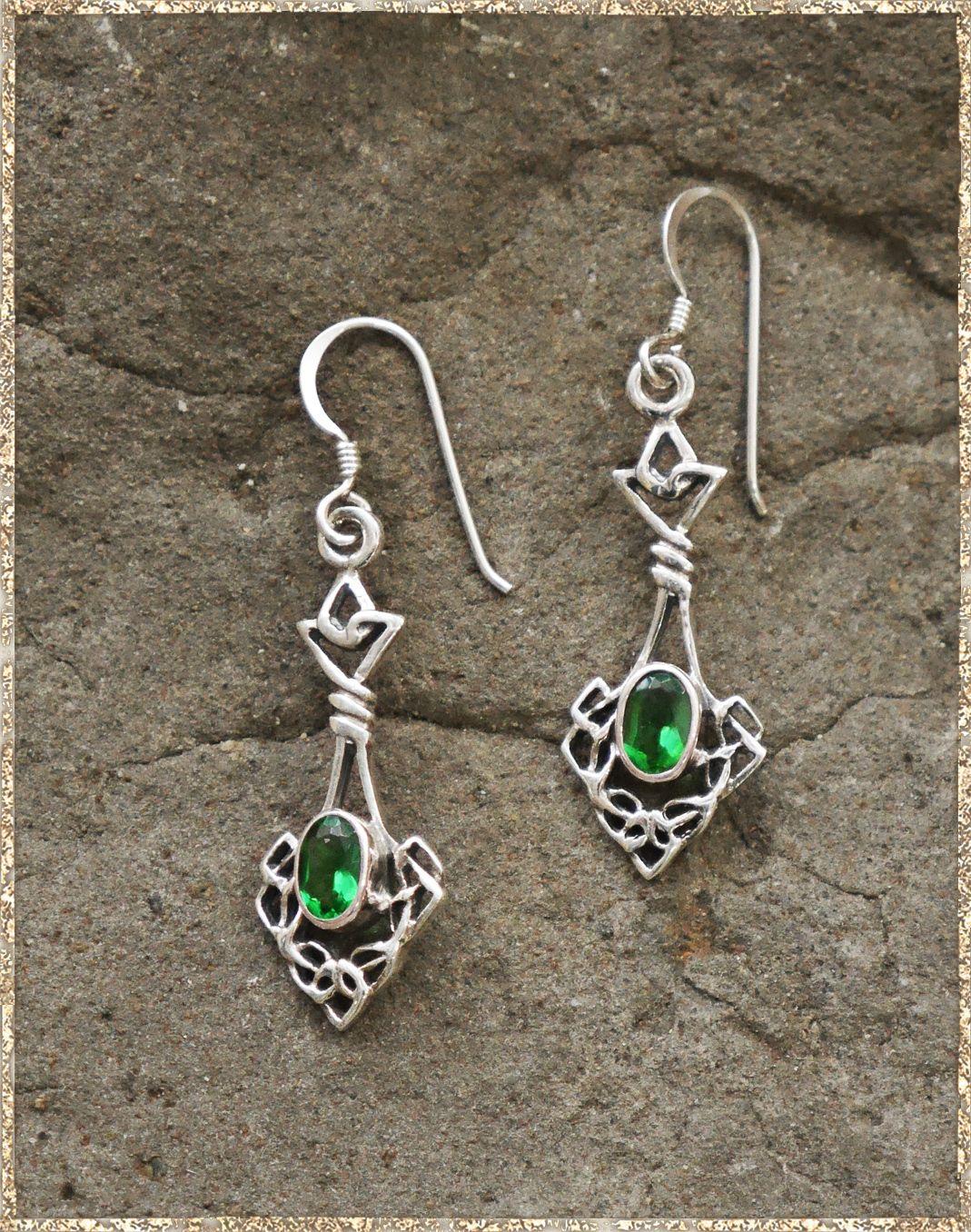 Ohrhänger silber  Ohrhänger Silber mit grünem Stein | Die Gewandschneider von Avalon ...